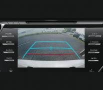 Hệ thống định vị, dẫn đường với giao diện tiếng việt thân thiện, tích hợp bản đồ trực quan trên màn hình đem lại cảm giác tiện lợi khi đi xa.