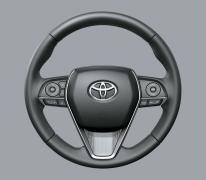 Với thiết kế 3 chấu thể thao bọc da, tích hợp các nút điều khiển hệ thống âm thanh, điện thoại rảnh tay, màn hình hiển thị đa thông tin và lẫy chuyển số, tay lái 2.5Q với khả năng chỉnh điện 4 hướng đem lại sự thoả mái tiện nghi khi sử dụng.