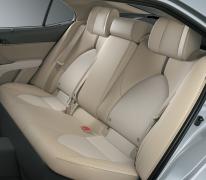 Hàng ghế sau với tính năng ngả điệnj (2.5Q) tạo sự tiện nghi và cảm giác êm ái trên mỗi cung đường xa.