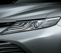 Cụm đèn trước Full LED giúp xe chiếu sáng tốt hơn, trông sang trọng hơn.